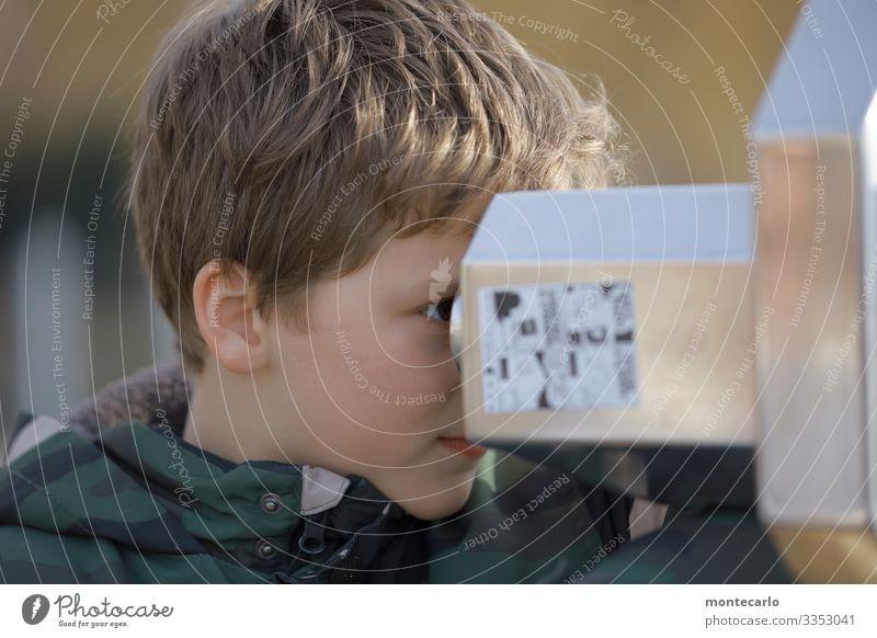 Was guckst du? Kind Mensch Freude maskulin Metall Kindheit authentisch einfach Neugier entdecken 8-13 Jahre Fernweh Teleskop
