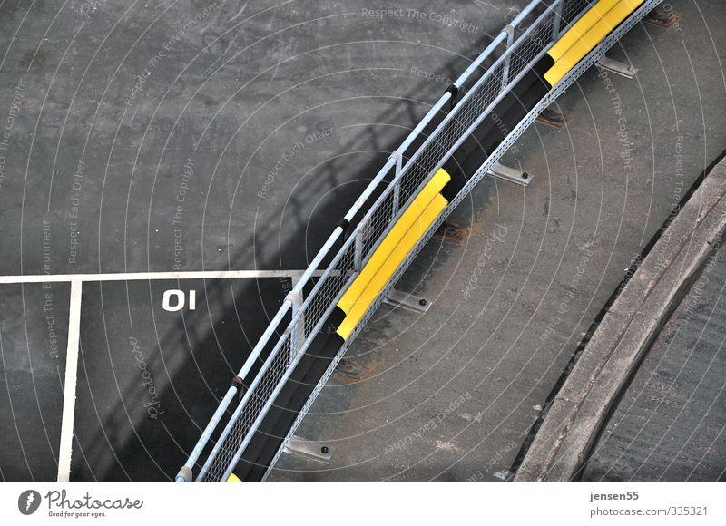 Kurvenschatten Brücke Verkehr Verkehrswege Autofahren Straße Fahrzeug PKW gelb grau Farbfoto Außenaufnahme Menschenleer Textfreiraum links Tag
