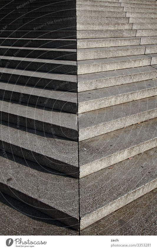 Schritt für Schritt mit Schatten Stadt Hauptstadt Stadtzentrum Fußgängerzone Platz Treppe Treppenhaus Wege & Pfade Beton Linie grau Gedeckte Farben