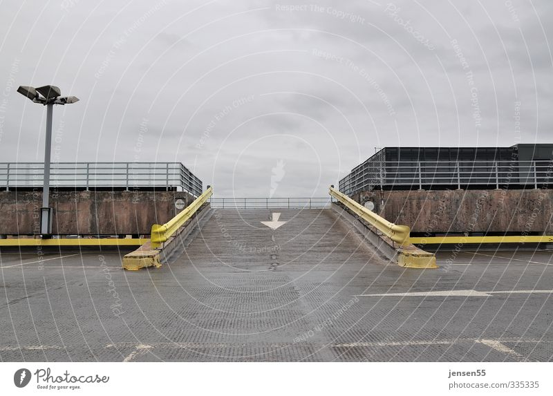 Abfahrt Einsamkeit gelb Traurigkeit grau Verkehr Ordnung modern Pause fahren Gelassenheit Verkehrswege demütig