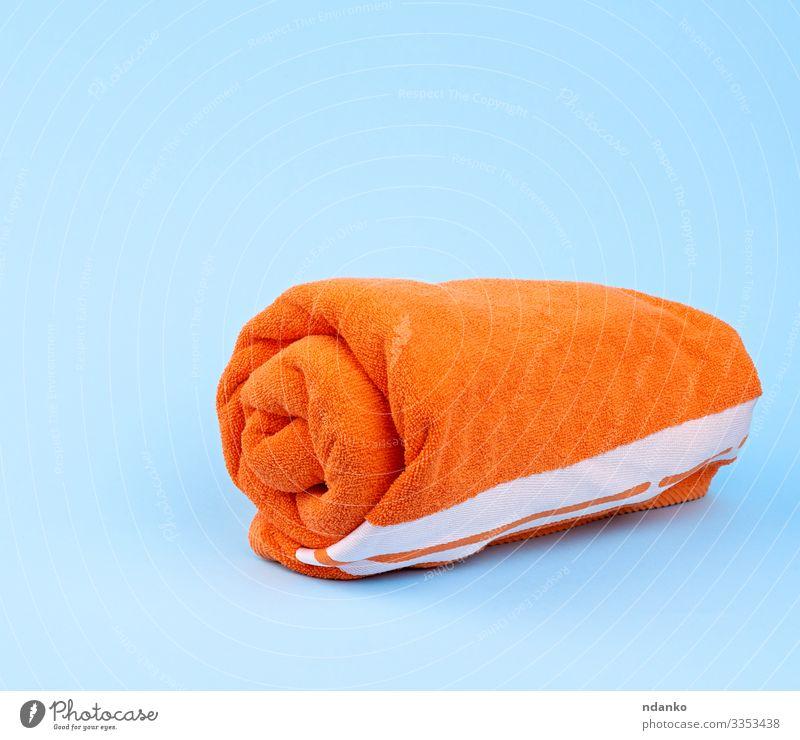 gedrehtes Orangenfrottier-Handtuch Lifestyle Design Körper Erholung Spa Massage Bad Stoff frisch modern neu Sauberkeit weich blau Farbe orange trocknen Waschen