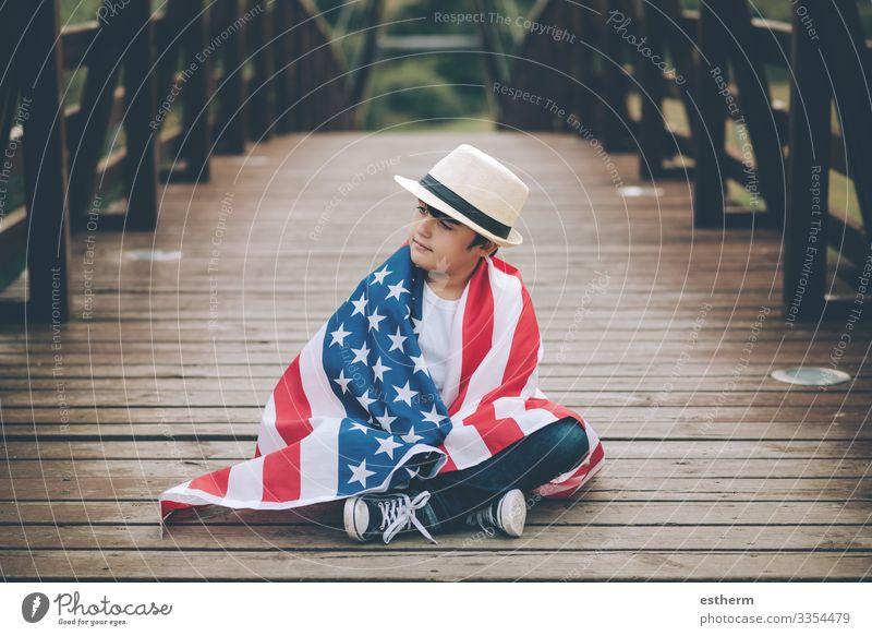 Kind mit der Flagge der Vereinigten Staaten Lifestyle Freude Ferien & Urlaub & Reisen Freiheit Sightseeing Sommer Feste & Feiern Mensch maskulin Junge Kindheit