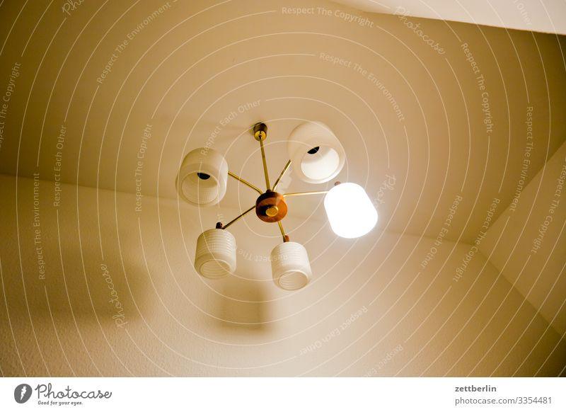 Leuchter Licht Lampe Kronleuchter Raum Innenarchitektur Beleuchtung Glühbirne 5 sparen Elektrizität Häusliches Leben Wohnung Decke Ecke Nische Froschperspektive