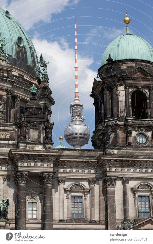 Eintritt frei alt Architektur Gebäude Tourismus stehen Kirche Turm retro Bauwerk Skyline Wahrzeichen Stadtzentrum Sehenswürdigkeit Dom Hauptstadt Berliner Fernsehturm