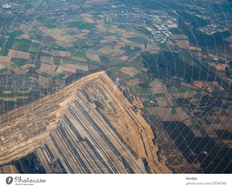 Landvernichtung für Luftverschmutzung in NRW Energiewirtschaft Bergbau Braunkohlentagebau Umwelt Landschaft Klimawandel Feld Wald Dorf Kleinstadt bevölkert