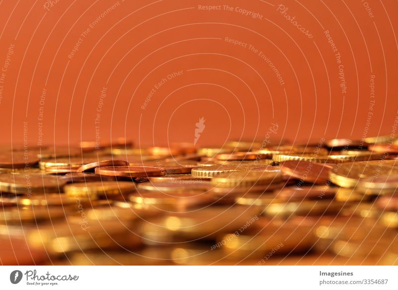 """Münzen. Euro Münzen gestapelt. Münzen Hintergrund. Einkommen und Gewinn Konzept Kapitalwirtschaft Börse Geldinstitut Geldmünzen Cent Bargeld """"Euromünzen"""