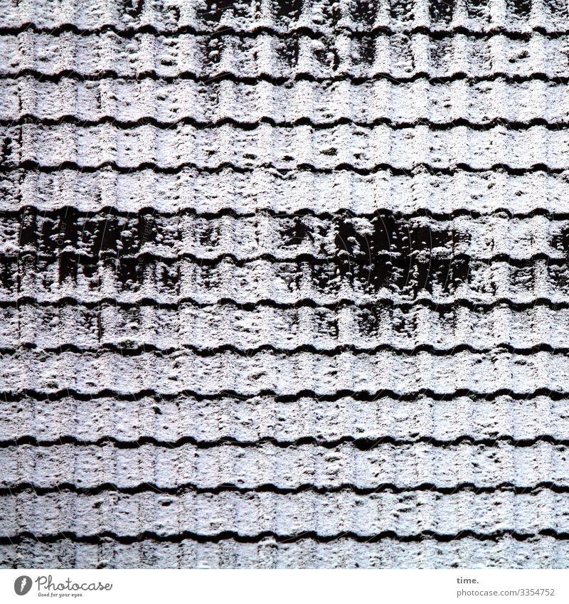 Heizperiode | Eiszeit Winter Schnee Dach Dachziegel Ton Linie dunkel kalt Stadt Schutz standhaft Ordnungsliebe Konzentration Stimmung Irritation