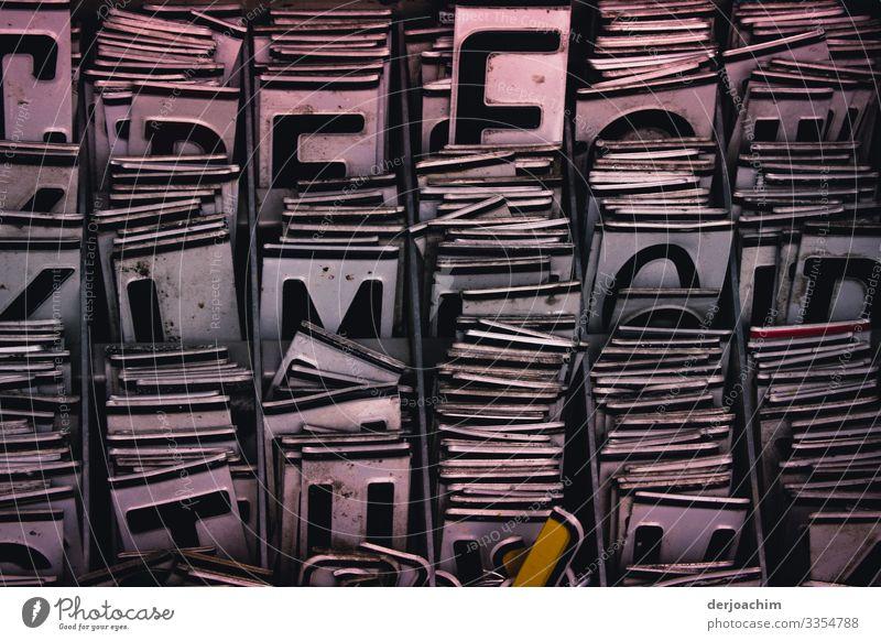 Buchstaben Salat. Ganz viele Buchstaben hinter einander gereiht. Design harmonisch Ausflug Umwelt Sommer Schönes Wetter Park Berlin-Mitte Deutschland Hauptstadt