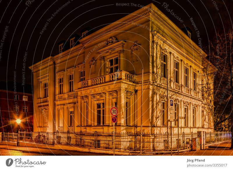 Alte Haus in Potsdam Sightseeing Architektur Deutschland Europa Stadt Hauptstadt Gebäude Häusliches Leben Farbfoto Außenaufnahme Menschenleer Abend Nacht
