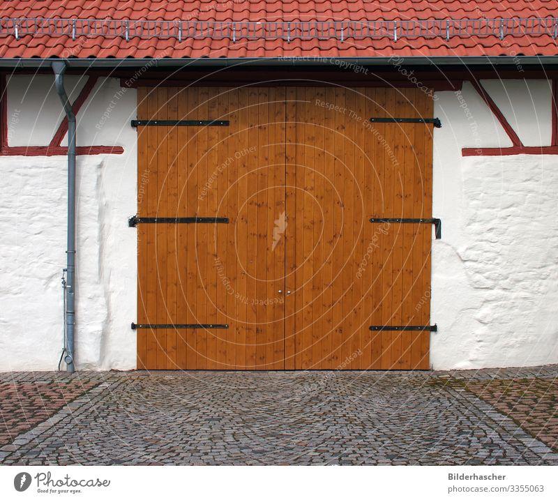 Scheunentor Garagentor Lagerschuppen Holztor Holzbrett Baracke Holztür Holzwand Scharnier Griff Fassade Wand Eingangstür Eingangstor Tür unterstand geschlossen