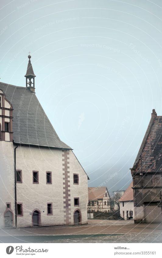 Historische Häuser in Kloster Buch an der Mulde Nebel Klosterbuch Sachsen Haus Fachwerkhaus Turmspitze Zisterzienserkloster historisch Mittelalter