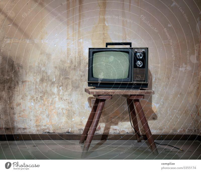 70er Jahre Unterhaltungselektronik vor Patina Wand Lifestyle Stil Design Häusliches Leben Wohnung Renovieren Umzug (Wohnungswechsel) einrichten Innenarchitektur