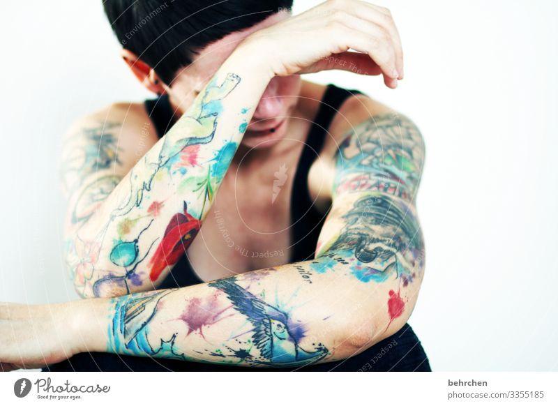 emotional Frau Erwachsene Körper Haut Kopf Haare & Frisuren Gesicht Nase Arme Hand 30-45 Jahre Tattoo Piercing außergewöhnlich muskulös schön Erotik mehrfarbig