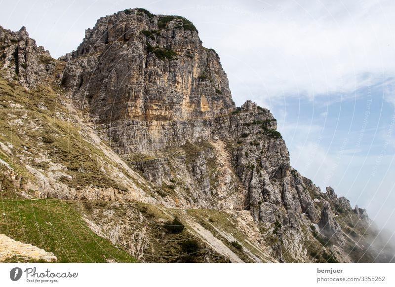Pasubio Ferien & Urlaub & Reisen Tourismus Berge u. Gebirge wandern Klettern Bergsteigen Natur Landschaft Felsen Alpen Tunnel Wahrzeichen Straße Stein alt