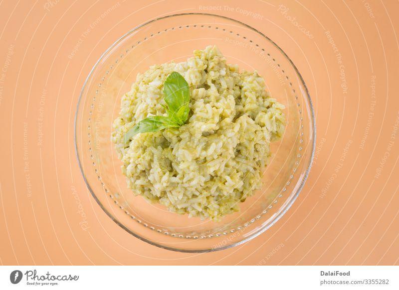 Grüner Reis typisches Lebensmittel ecuatorian Mittagessen Vegetarische Ernährung Schalen & Schüsseln Tradition Basilikum brauner Hintergrund kochen & garen