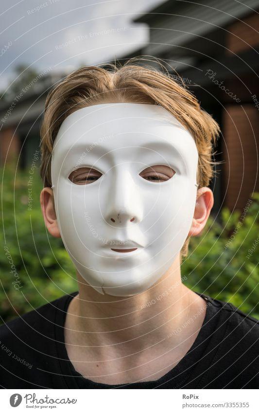 Portrait mit Maske.. Auge Mensch Wimpern Blick schauen Augenbraue Kopf Sinnesorgan Konzentration konzentriert Iris Augapfel beobachten Mädchen Schminke