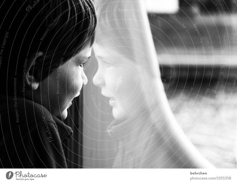 hoffnungsvoll | alles wird gut Geduld geduldig Familie Familie & Verwandtschaft Innenaufnahme Gesicht Kind Porträt Kindheit Junge 3-8 Jahre Kontrast