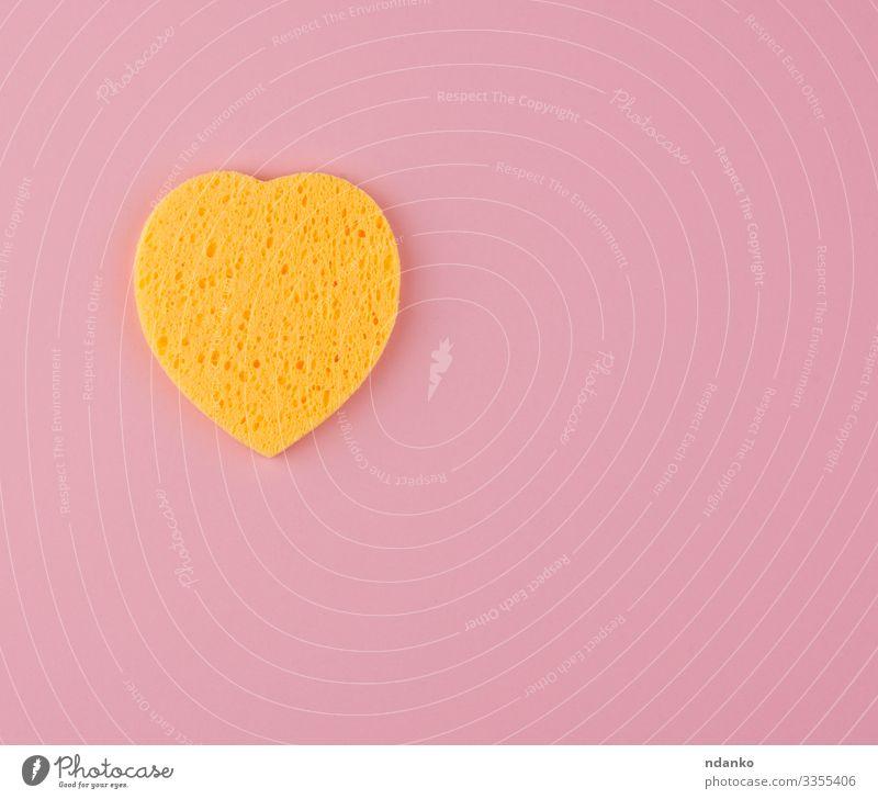 gelber herzförmiger Schwamm Gesicht Bad Werkzeug Accessoire Herz machen Reinigen Sauberkeit weich rosa Symbole & Metaphern saugfähig Hintergrund Pflege