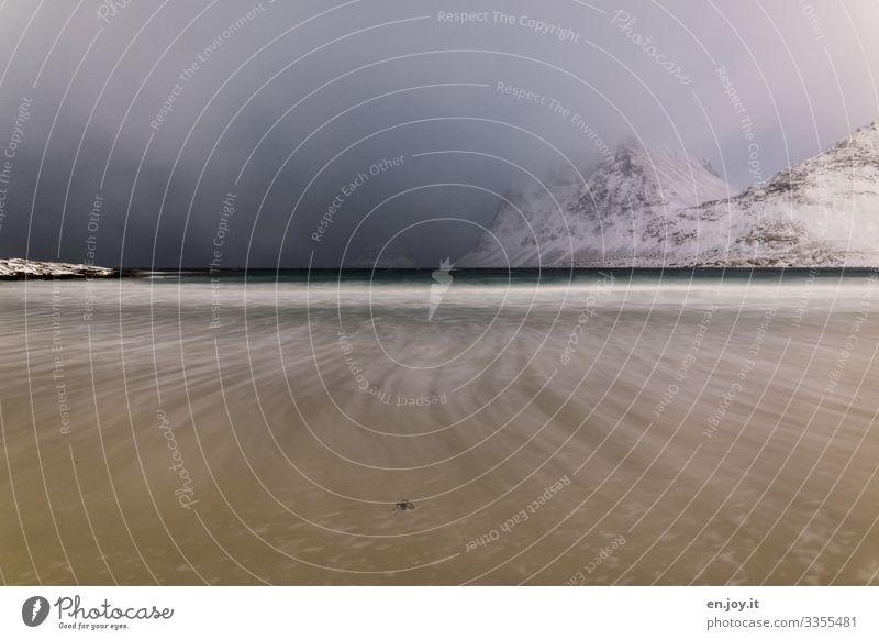 Rücklauf Ferien & Urlaub & Reisen Strand Meer Wellen Natur Landschaft Gewitterwolken Horizont Winter schlechtes Wetter Berge u. Gebirge Lofoten Norwegen