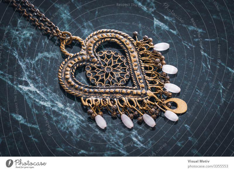 Herzanhänger im ethnischen Stil Design schön Dekoration & Verzierung Handwerk Kunst Mode Schmuck Metall Ornament Farbe Kreativität Hintergrund Boho Boho-Stil