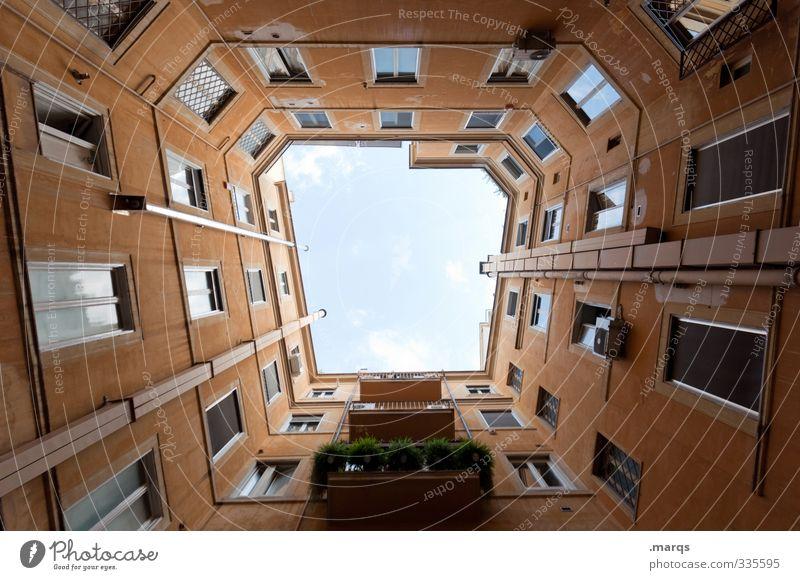 Offen Design Häusliches Leben Haus Bauwerk Gebäude Architektur Mehrfamilienhaus Fassade Fenster hoch Perspektive aufstrebend himmelwärts Farbfoto Außenaufnahme