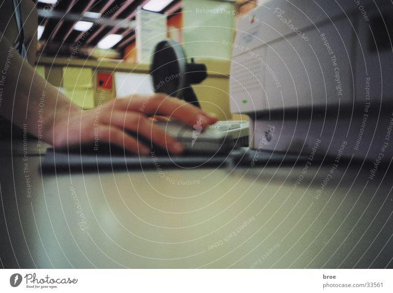 am arbeiten Hand Computer Computermaus