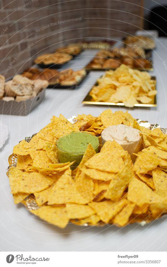 Tabelle der Vorspeisen mit mexikanischen Nachos Mittagessen weiß Party Abfertigungsschalter Tisch Büffet Feiertag Amuse-Gueule Dekoration & Verzierung