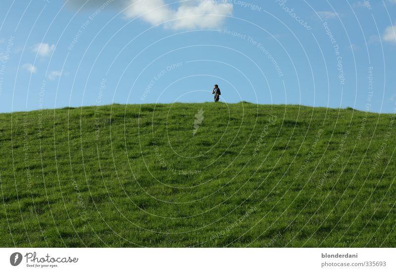 colors caller Freude Ausflug Feste & Feiern Handy Mann Erwachsene Sommer Gras Wiese Feld Ferne groß Unendlichkeit saftig Sauberkeit blau grün Telefon
