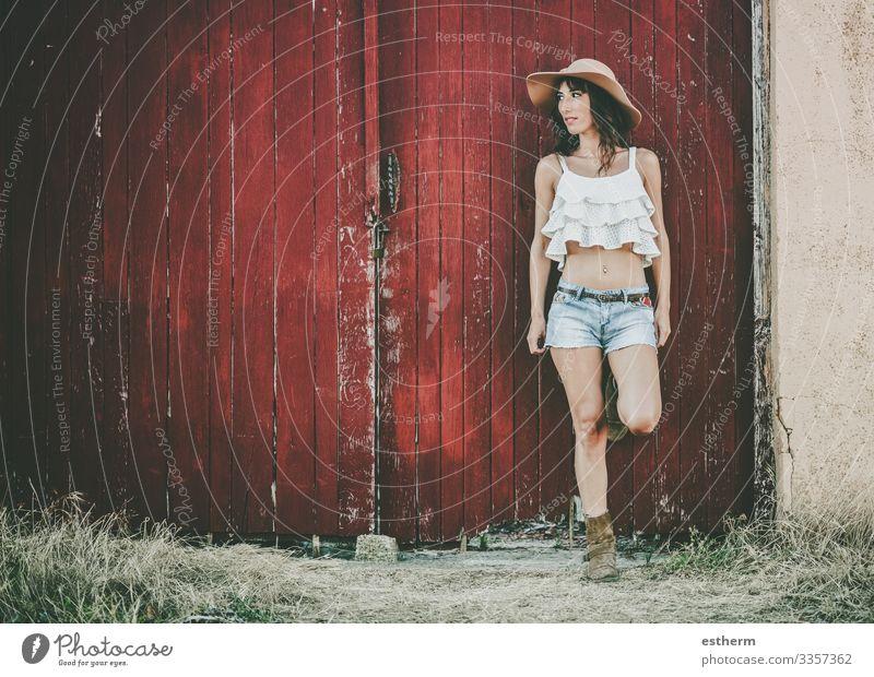 Fröhliche junge Frau mit Hut Lifestyle elegant Stil schön Erholung Ferien & Urlaub & Reisen Freiheit Sommer Mensch feminin Junge Frau Jugendliche Erwachsene 1