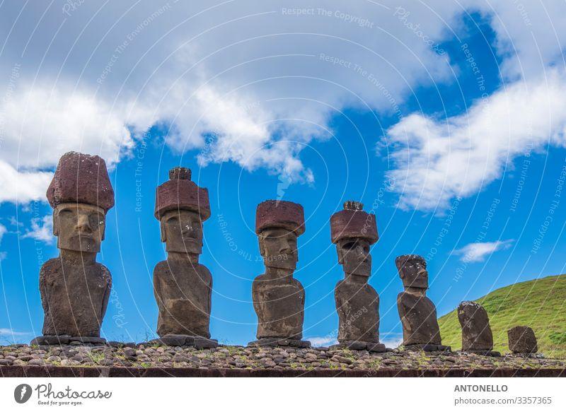 Die 7 Moai di Ahu Nau Nau Ferien & Urlaub & Reisen Tourismus Abenteuer Sommer Kopf Gesicht Kunst Kunstwerk Skulptur Kultur Himmel Wolken Sonnenlicht Hügel