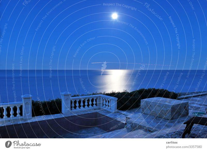 tu mal die Engländers winken ... Spanien Balearen Mallorca Meer Vollmond Nacht blau Flugzeug Leuchtspur Reflexion & Spiegelung Lichterscheinung Lichteffekt
