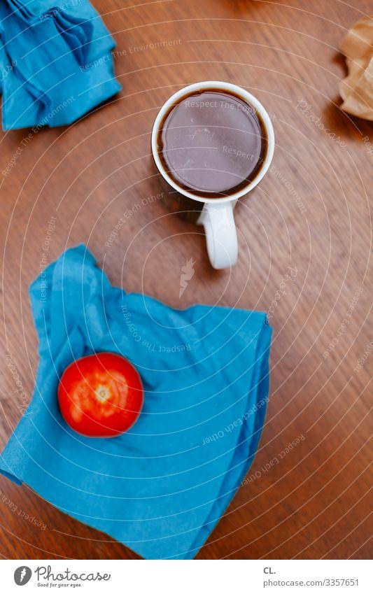 auf dem tisch Lebensmittel Gemüse Frucht Tomate Ernährung Frühstück Getränk Heißgetränk Kaffee Tasse Häusliches Leben Wohnung Tisch Serviette Holz ästhetisch