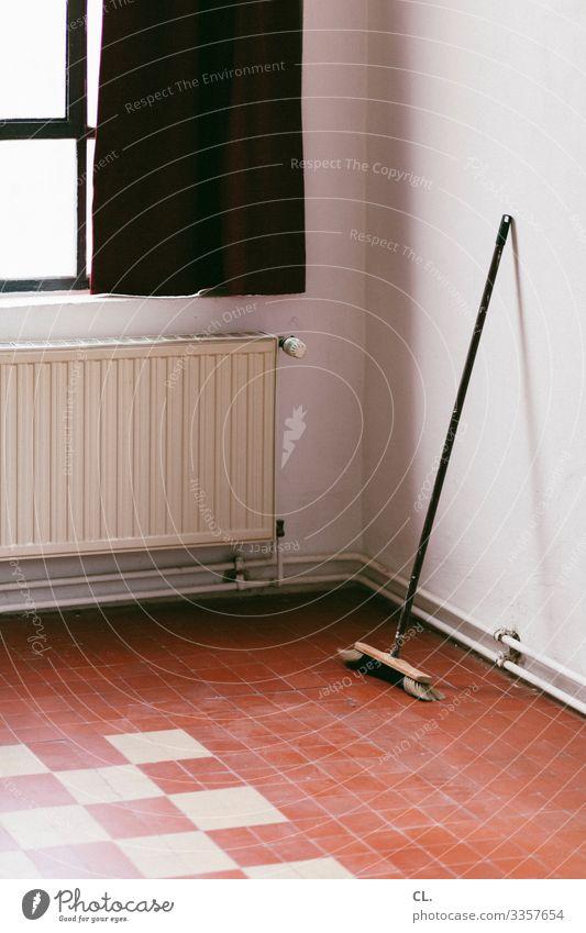 besen Häusliches Leben Wohnung Renovieren Umzug (Wohnungswechsel) Raum Altbauwohnung Mauer Wand Fenster Heizung Vorhang Besen Boden Fliesen u. Kacheln dreckig
