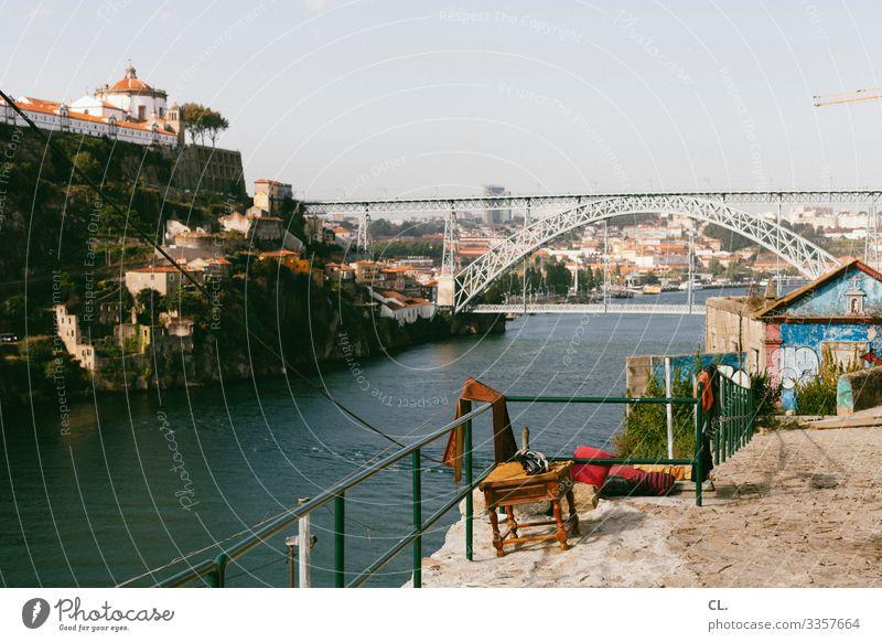 porto Porto Portugal Europa Brücke Brückenkonstruktion Stuhl Hocker Aussicht Ferien & Urlaub & Reisen Stadt Außenaufnahme Farbfoto Tag historisch Gebäude