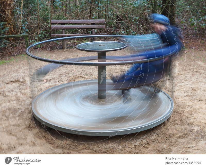 Spielkarusell Spielen Kinderspiel Kindererziehung Junge 1 Mensch 3-8 Jahre Kindheit Spielzeug drehen toben Fröhlichkeit Geschwindigkeit sportlich wild blau