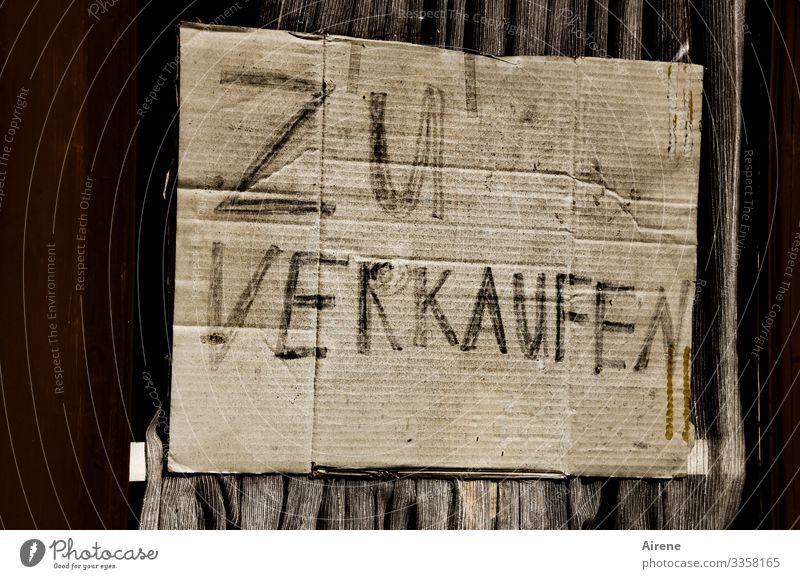 Bäh! | nicht verkaufsförderndes Plakat aus Pappe mit unvorteilhaft aufgeteiltem Schriftzug Karton Farbfoto Menschenleer Tag Außenaufnahme Schild verkaufen