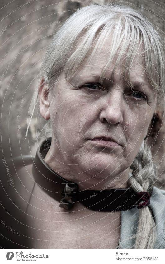 Jetzt reicht's mir aber allmählich...! Mensch feminin Frau Erwachsene Senior Kopf 1 45-60 Jahre 60 und älter Haare & Frisuren blond weißhaarig langhaarig Zopf