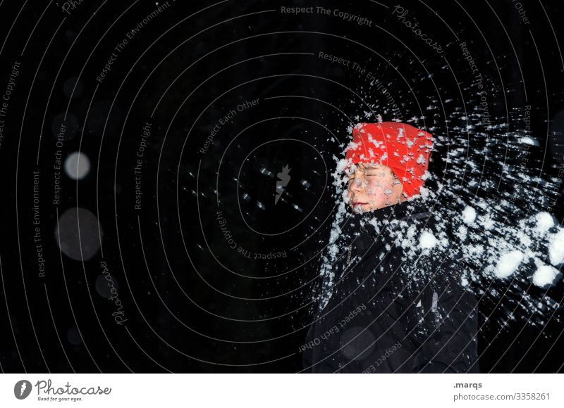 Eiszeit | in your face Mensch Winter lustig Schnee Junge Spielen außergewöhnlich Kopf Körper Kindheit Mütze Jacke Schneeballschlacht