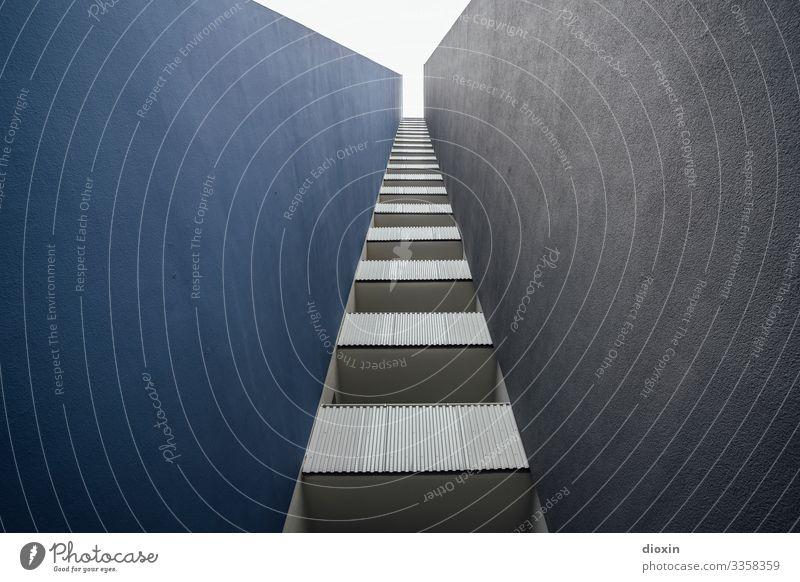 Wohnraum [1] Ludwigshafen Deutschland Europa Stadt Stadtrand Menschenleer Haus Hochhaus Bauwerk Gebäude Architektur Mauer Wand Fassade Balkon hoch kalt trist