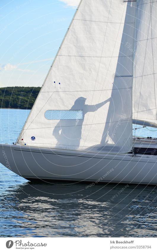 Schattenspiel Mensch Sommer blau weiß Sonne Meer Erholung Freude Sport Wasserfahrzeug Zufriedenheit Freizeit & Hobby frisch Lebensfreude Sommerurlaub Ostsee