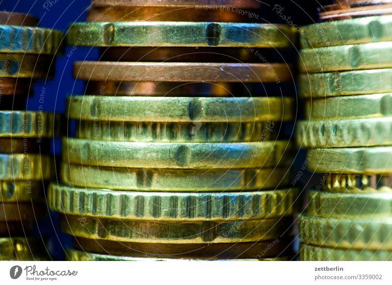 Kleingeld in Großaufnahme Geldinstitut Bargeld bestechung bezahlen Einkommen Einnahme Euro Kapitalwirtschaft Geldmünzen korruption papiergeld Schwarzgeld sparen