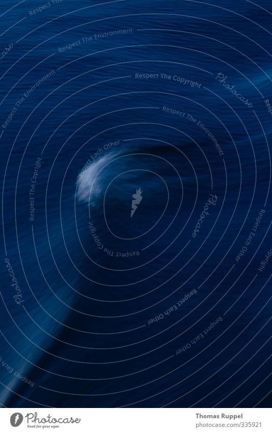 Welle Meer Wellen Umwelt Urelemente Wasser Ostsee frisch blau Stimmung gefährlich Farbfoto Gedeckte Farben Außenaufnahme Menschenleer Textfreiraum links