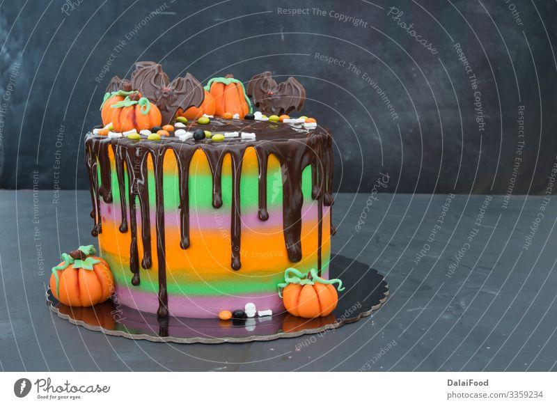 Kuchen in verschiedenen Farben Bäckerei Geburtstag schwarz Blut hell Bonbon Karamell Feier farbenfroh Konzept Konfekt Konditorei kreativ Dekor dekoriert