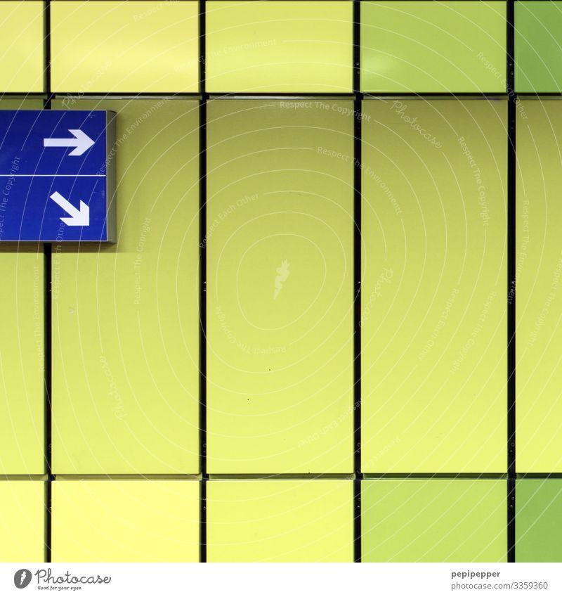 wohin nur... Ferien & Urlaub & Reisen Tourismus Städtereise Mauer Wand Fassade Verkehr Öffentlicher Personennahverkehr Berufsverkehr Schienenverkehr Bahnfahren
