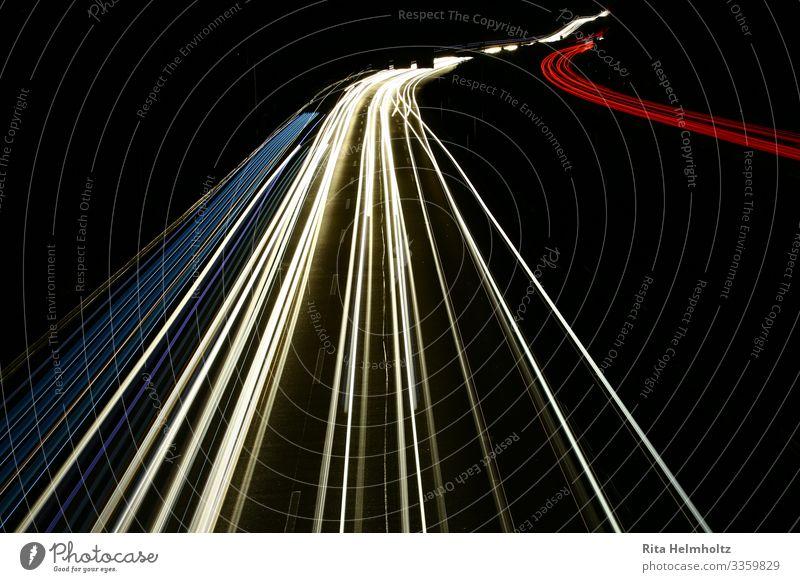 Lighttrails auf der Autobahn Ferien & Urlaub & Reisen blau weiß rot schwarz Wege & Pfade Bewegung PKW Verkehr gefährlich Geschwindigkeit Güterverkehr & Logistik