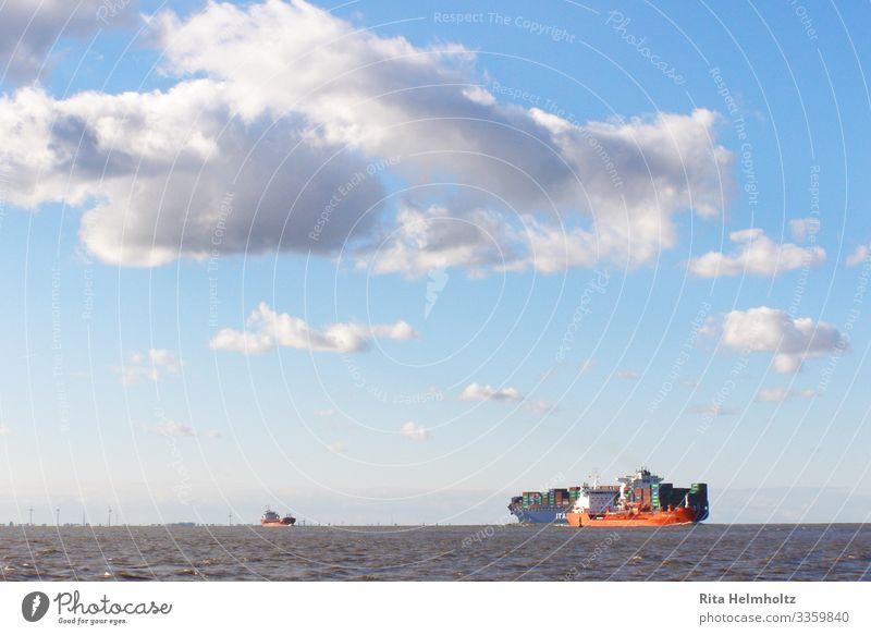 Containerschiffe auf der Nordsee Himmel blau Wasser rot Meer Wolken Ferne Umwelt Business Horizont Abenteuer Güterverkehr & Logistik Urelemente Unendlichkeit