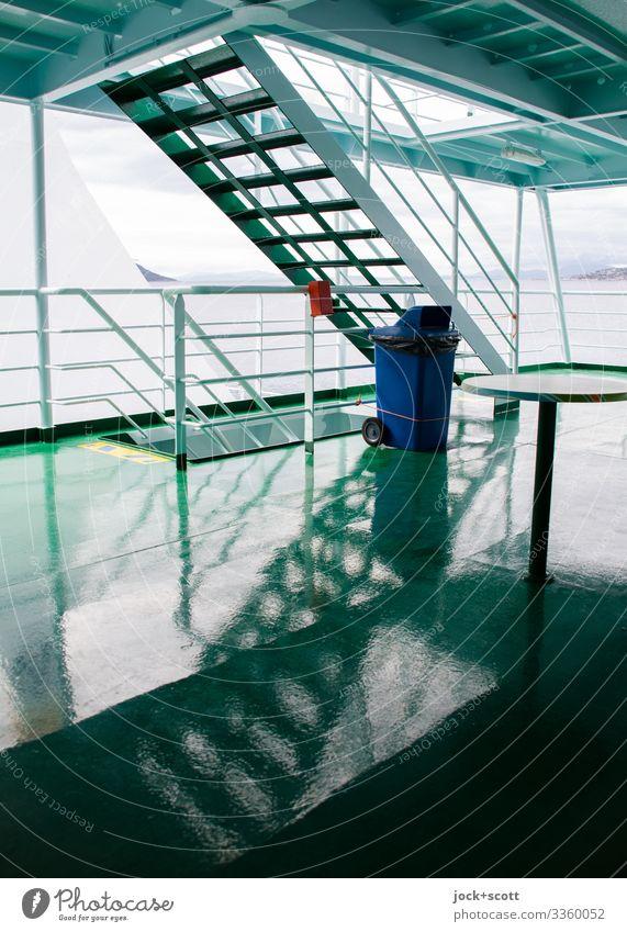 Niedergang auf einer Fähre Deck Schiffsgeländer Ferien & Urlaub & Reisen Schifffahrt An Bord Reflexion & Spiegelung Silhouette Strukturen & Formen Symmetrie