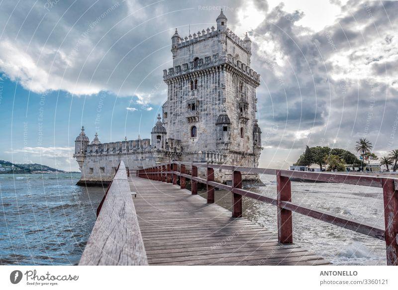 Fußgängerbrücke und Ostseite des Belem-Turms in Lissabon Ferien & Urlaub & Reisen Tourismus Sightseeing Städtereise Architektur Wasser Himmel Wolken Sonnenlicht