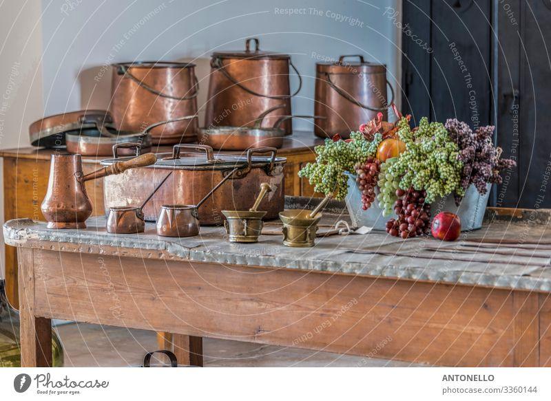 Blick auf die königliche Küche des Palacio da Pena in Sintra Lebensmittel Gemüse Frucht Essen Topf Pfanne Becher Ferien & Urlaub & Reisen Tourismus Sightseeing