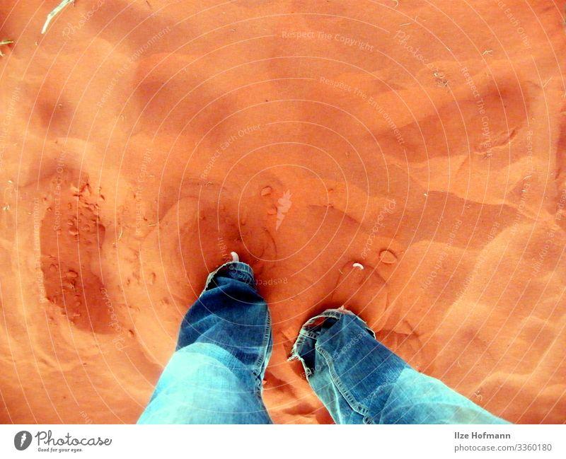 Australischer Sand Ferien & Urlaub & Reisen Abenteuer Sommer Sommerurlaub Fuß Australien Uluru Barfuß Schwimmen & Baden berühren Bewegung gehen genießen stehen